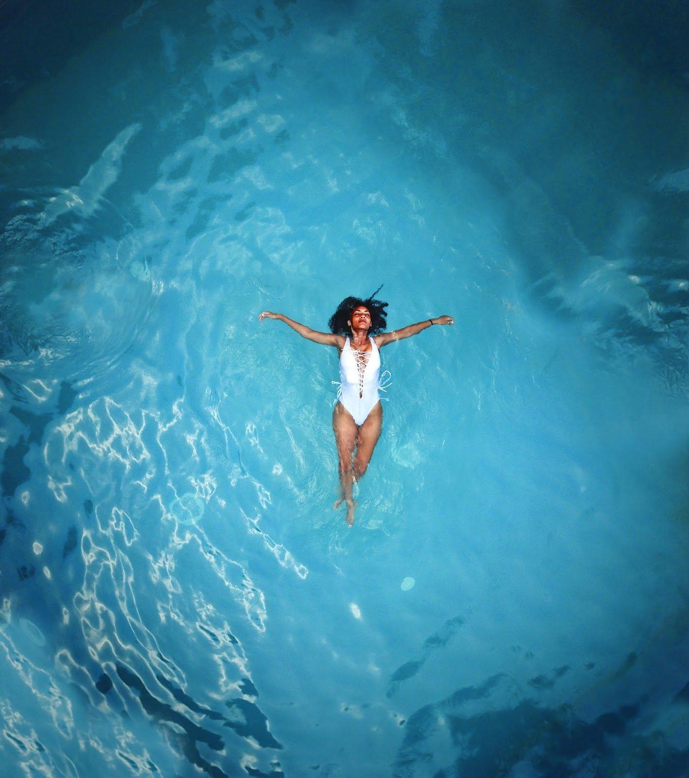 woman-peacefully-floating-in-ocean