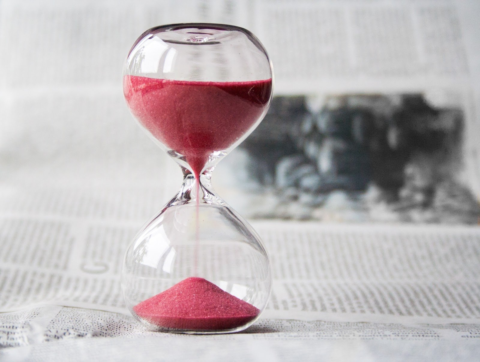 clear-hourglass-with-red-sand