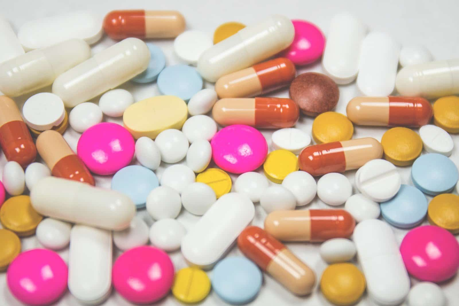 various-pills-and-capsules-of-different-sizes-and-colors